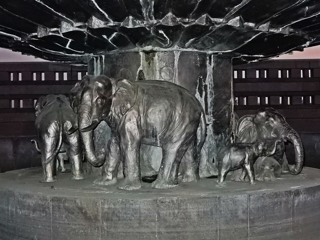 Elephants family statue at Entry Gate