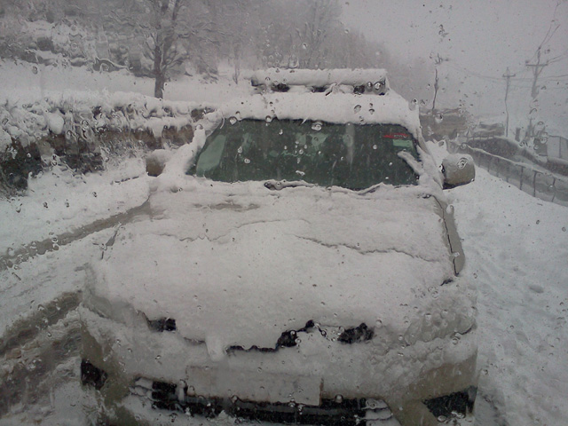 Our car retuning from Sonmarg
