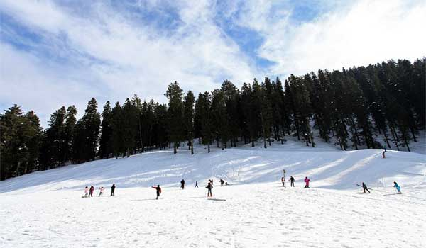 Skiing at Narkanda