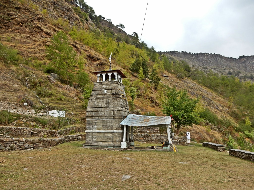 Lord Shiva Temple on Deoria Tal trek