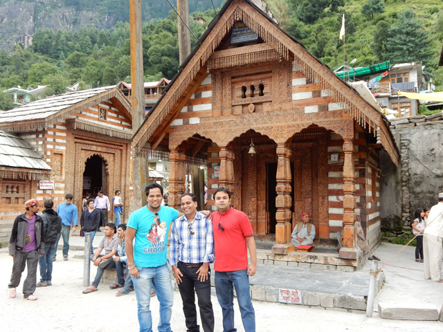 Ekansh, Rohit and Sanjay near Vashist Temple
