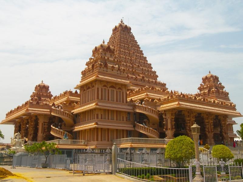 Chattarpur Mandir
